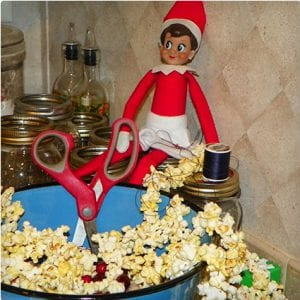 Elf Making Popcorn Garland
