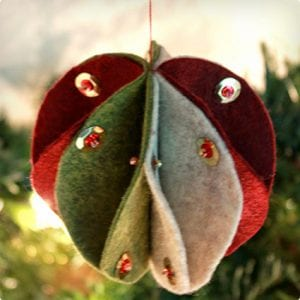 Lovely and Simple Felt Ornament Tutorial