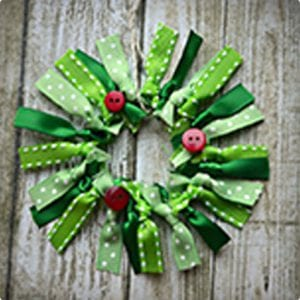 Simple Ribbon Wreath Ornament Tutorial