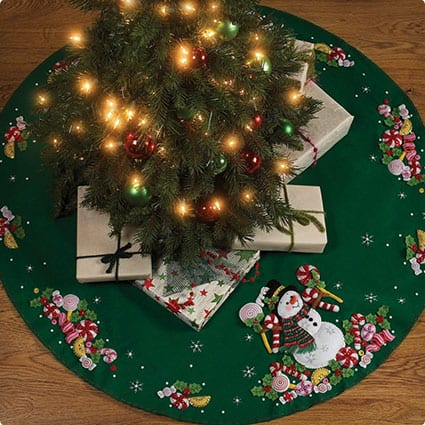 Bucilla Felt Applique Chtistmas Tree Skirt Kit Candy Snowman