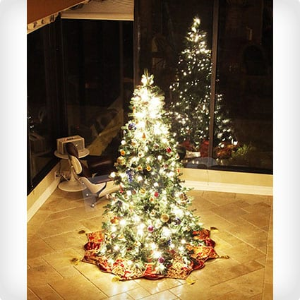 Classic Evergreen Pre-Lit Tree With Décor Pine Cones