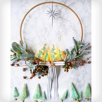 >DIY Minty & Cool Holiday Wreath