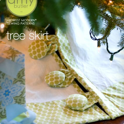 Free Tree Skirt with Buttons Sewing Pattern