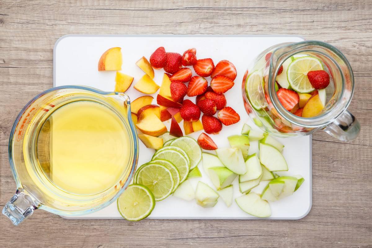 Easy White Sangria Recipe