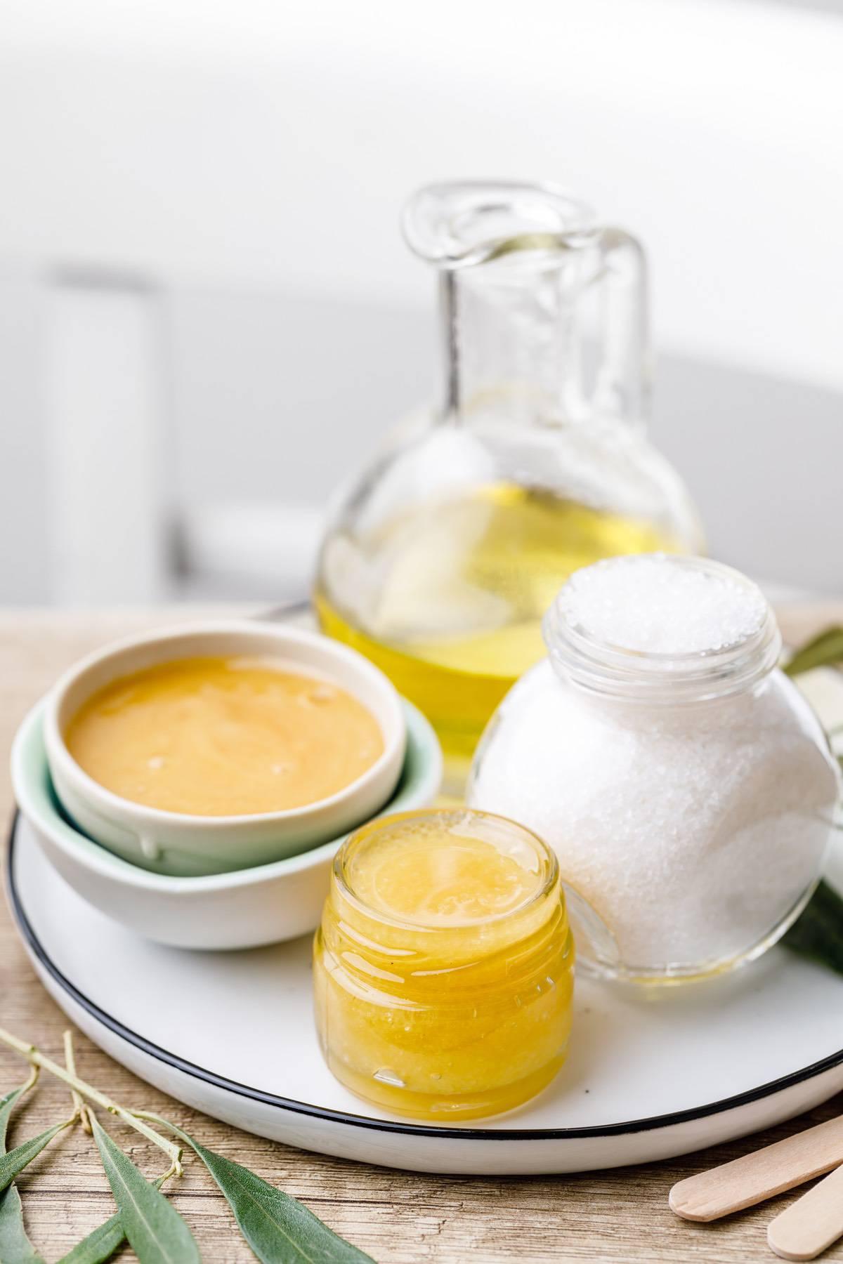 Manuka Honey And Sugar Lip Scrub